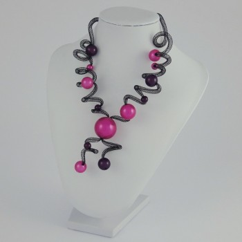 Collier zig zag long prune et fuchsia